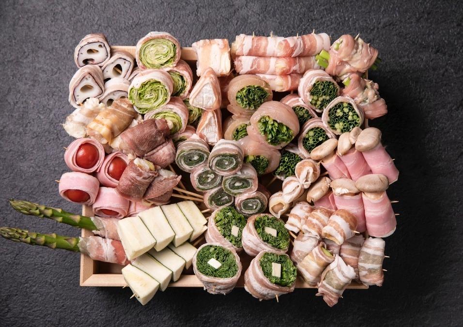 糸島の新鮮野菜を巻いた創作串と焼鳥、一品料理もいろいろとご用意いたしました。
